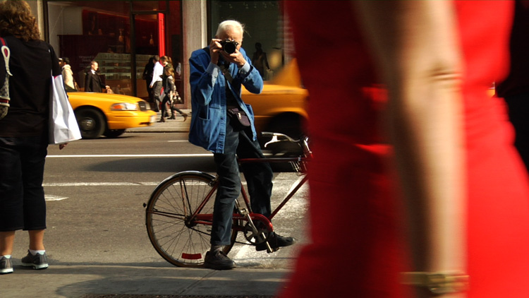 Bill Cunningham on the street in NYC
