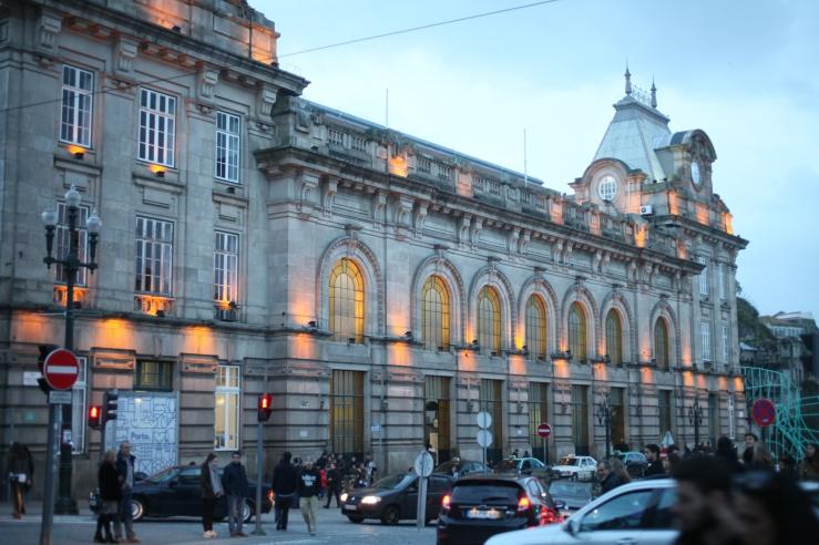 Estação de São Bento 3rdarm train station porto portugal stained glass indigo murals