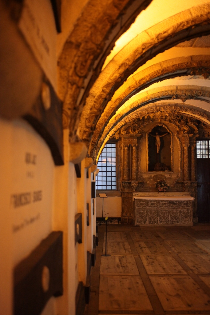 São Francisco oporto porto catholic church 3rdarm bronze angel statue dom henry the navigator crypt goldleaf wood goldwork